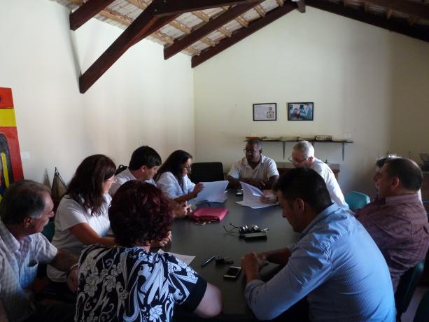Autoridades del club y funcionarios de la IM en firma del convenio