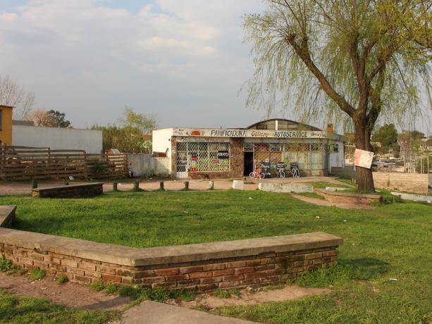 Propuesta: Instalación de juegos saludables en Mendoza y Galeano.
