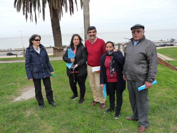 """Equipo de la Unidad de Participación junto a integrantes de """"Vecinos Unidos"""". Propuesta: Parque Lineal Barrio Sur."""