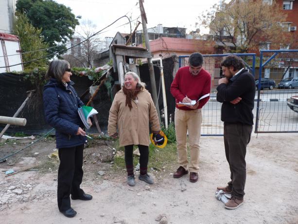 Equipo de la Unidad de Participación junto a proponentes de Plaza Polifunción.