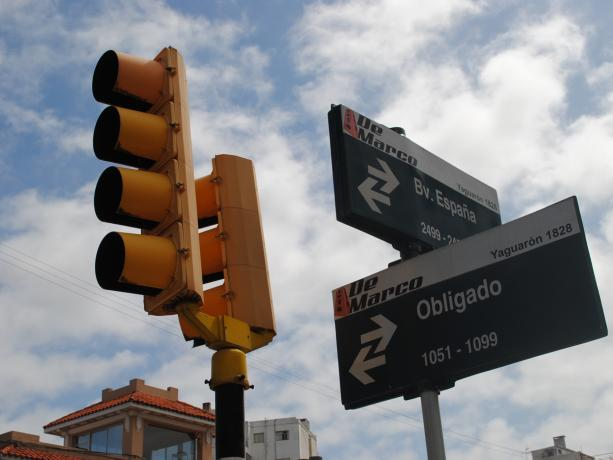 Semáforos en Bv. España y Obligado