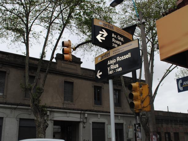 Instalación de semáforos en Av. Rivera