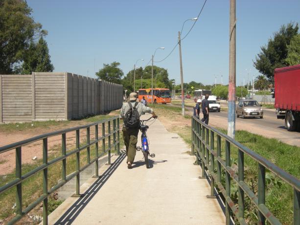 Senda peatonal (puente) sobre el Arroyo Pantanoso