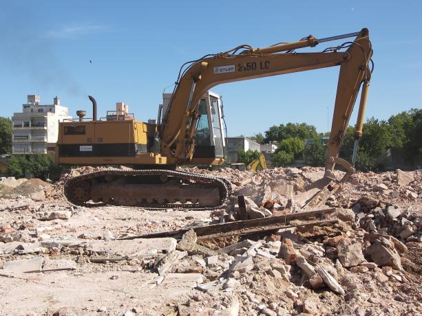 Demolición en la manzana comprendida entre Eduardo Víctor Haedo, Martín C. Martínez, Muñoz y Requena