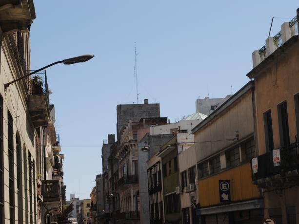 Iluminación en varias calles de la Zona 1