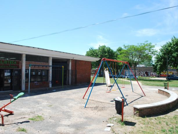 Espacio público ubicado en Luis Alberto de Herrera y Altamirano