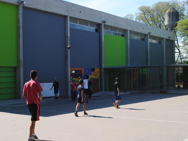 Espacio polideportivo cerrado en Plaza Nº 4