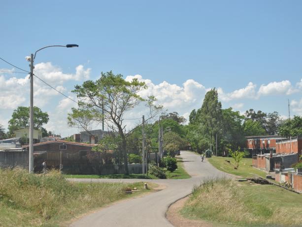 Calle de acceso a la Escuela Nº 249 y Jardín de Infantes Nº 251