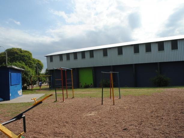 Gimnasio cerrado en Complejo Ituzaingó