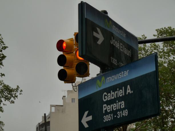 Instalación de semáforos en Pereira y Ellauri