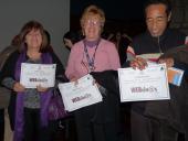 Estudiantes con sus diplomas